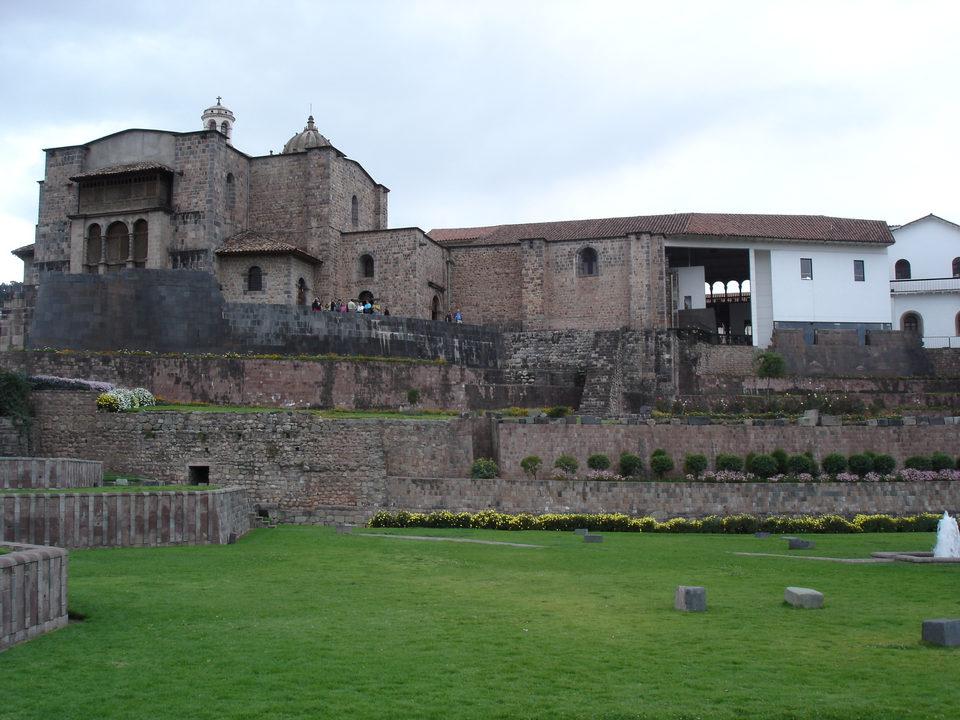 The convento de santo domingo is a large catholic churchbuilt atop the